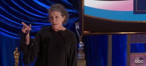 فرانسیس مک دورمند سخنرانی اسکارش را با مکبث همراه کرد