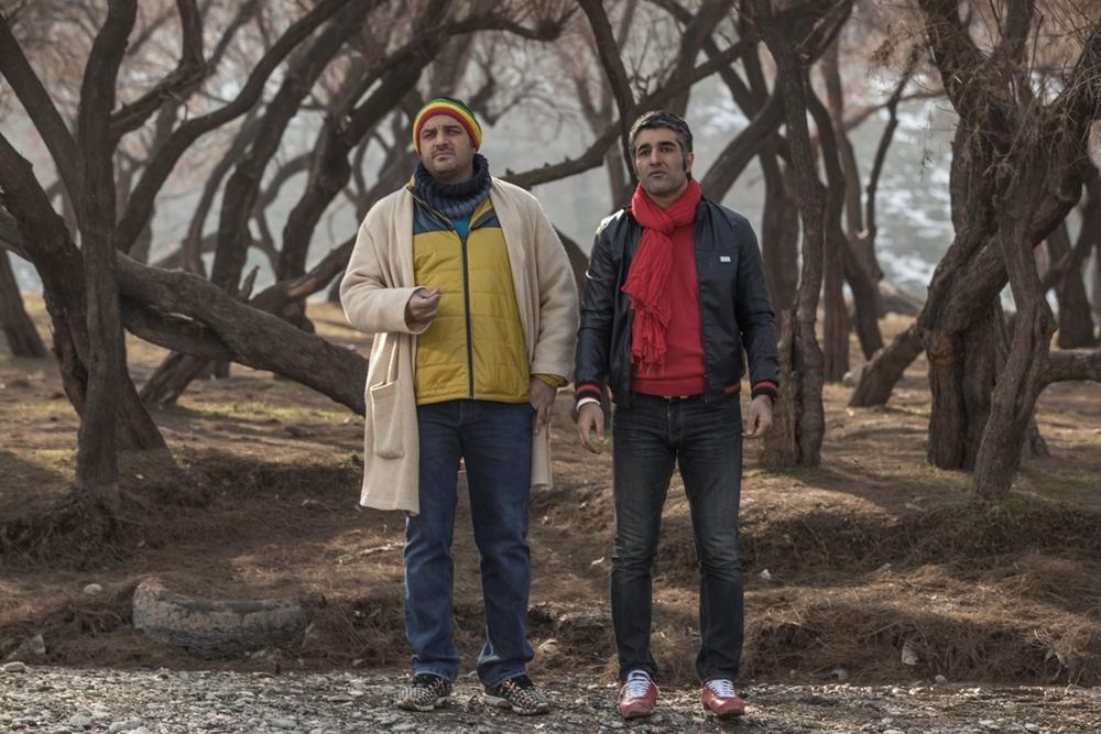 پژمان جمشیدی و سام درخشانی در نمایی از فیلم «خوب، بد، جلف»