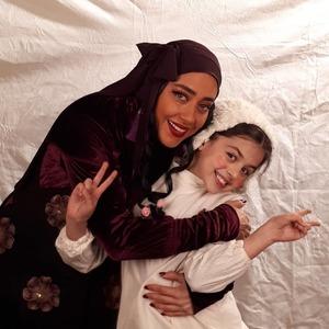 بهاره کیان افشار و ترنم کرمانیان در پشت صحنه سریال «هشتگ خاله سوسکه»