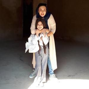 لیلا بلوکات و ترنم کرمانیان در پشت صحنه سریال «هشتگ خاله سوسکه»
