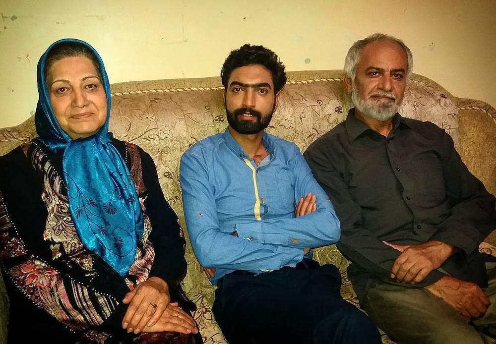 نبی الله پیر هادی، جواد امینی و زهرا برومند در پشت صحنه فیلم «نامه»