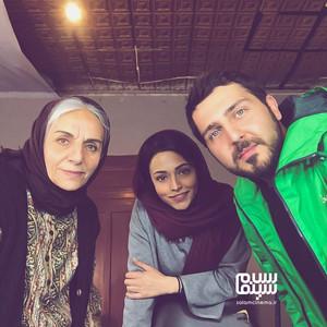 محمدرضا غفاری، سوگل خلیق و مریم بوبانی در پشت صحنه سریال «دلدار»