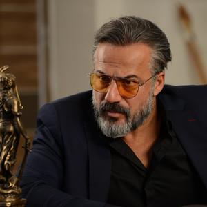 امیر آقایی در قسمت 6 سریال «رقص روی شیشه»
