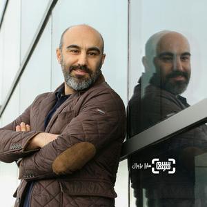 محسن تنابنده در اکران فیلم «شکستن همزمان بیست استخوان» در سی و هفتمین جشنواره جهانی فیلم فجر