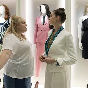 آنا هتوی و ربل ویلسون در فیلم «حقه باز» (The Hustle)