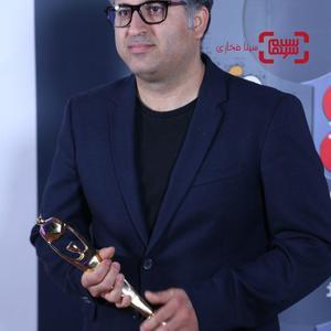 عباس امینی برنده جایزه بهترین فیلمنامه برای فیلم «هندی و هرمز» از هشتمین جشنواره فیلم های ایرانی استرالیا