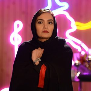 میترا حجار در نمایی از قسمت 9 سریال «رقص روی شیشه»
