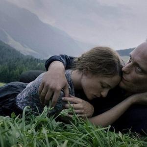 آگوست دیل و والری پاکنر در فیلم سینمایی «یک زندگی پنهان» (A Hidden Life)
