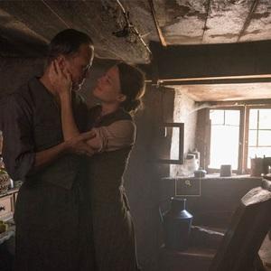 آگوست دیل و والری پاکنر در نمایی از  فیلم «یک زندگی پنهان» (A Hidden Life)