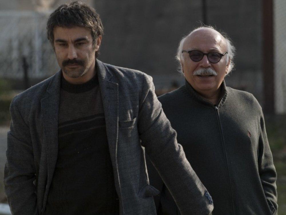 علیرضا داوودنژاد و محسن تنابنده در نمایی از پشت صحنه فیلم سینمایی «فراری»