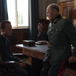 برونو گانتس و آگوست دیل در فیلم سینمایی «یک زندگی پنهان» (A Hidden Life)