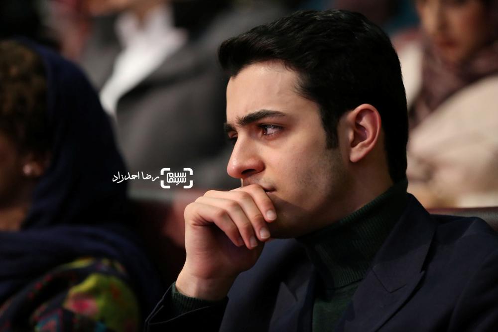 علی شادمان بازیگر فیلم «ویلایی ها» در افتتاحیه سی و پنجمین جشنواره فیلم فجر