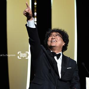 بونگ جون هو برنده جایزه بهترین فیلم برای «انگل» (Parasite) از جشنواره فیلم کن 2019