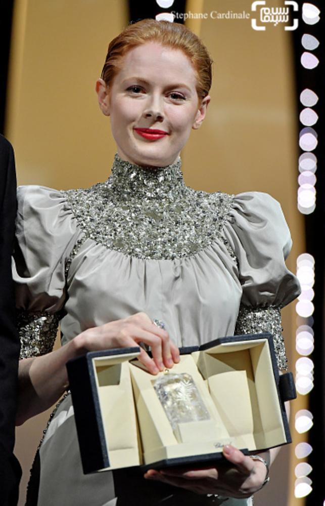 امیلی بیچم برنده بهترین بازیگر زن برای فیلم «جو کوچک» (Little Joe) در مراسم اختتامیه جشنواره کن 2019