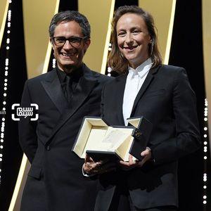 سلین سایاما بنده جایزه بهترین فلیمنامه برای فیلم «سیمای زنی در آتش» (Portrait of a Lady on Fire) در جشنواره فیلم کن 2019