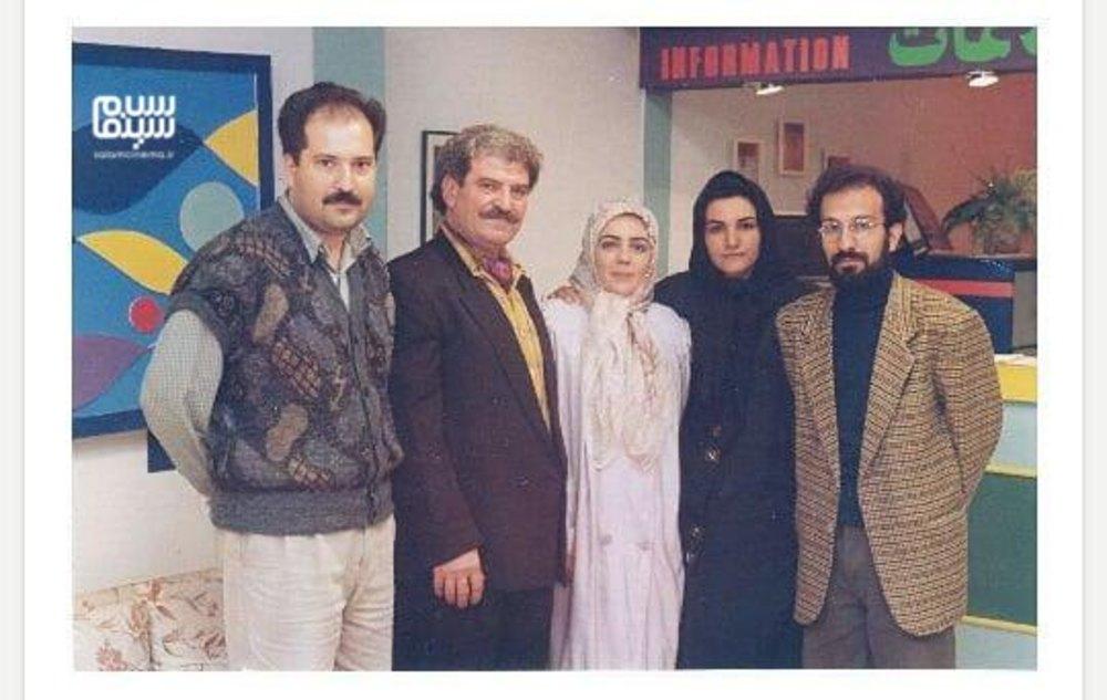 اصغر فرهادی، زویا امامی و کاظم هژیرآزاد در پشت صحنه سریال «چشم به راه»