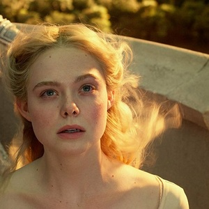ال فانینگ در نمایی از فیلم سینمایی «مالیفیسنت 2: معشوقه شیطان» (Maleficent: Mistress of Evil)