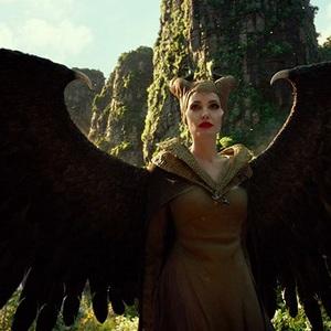 آنجلینا جولی در نمایی از فیلم سینمایی «مالیفیسنت 2: معشوقه شیطان» (Maleficent: Mistress of Evil)