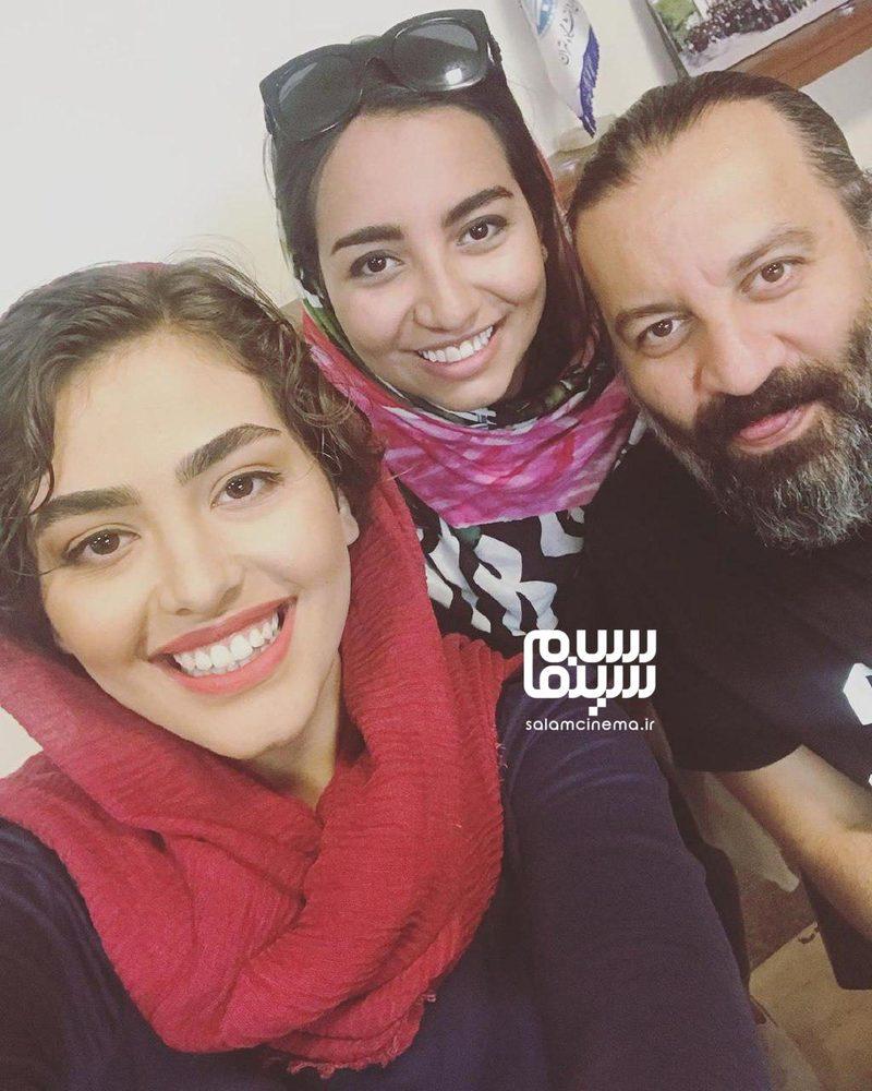 ریحانه پارسا، مهراب قاسم خانی و دخترش نیروانا در پشت صحنه فیلم «خوب بد جلف 2: ارتش سری»