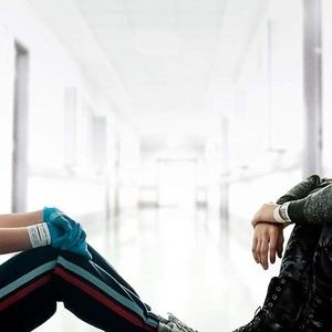هالی لو ریچاردسون و کول اسپراوس در نمایی از فیلم سینمایی «پنج پا دورتر» ( Five Feet Apart)