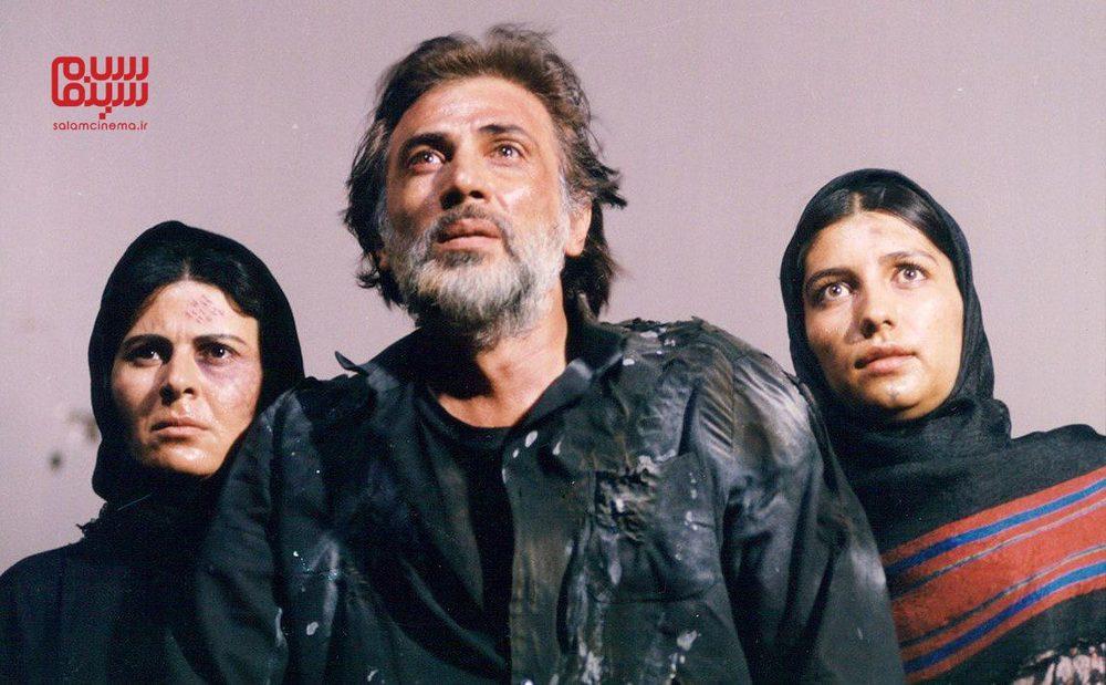 فرامرز صدیقی، گلچهره سجادیه و فریبا کوثری در فیلم «دندان مار»