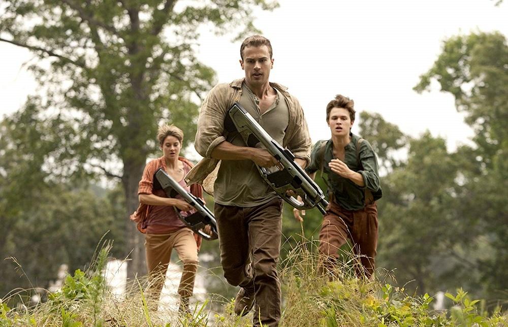 انسل الگورت، تئو جیمز و شایلین وودلی در فیلم «شورشی» (Insurgent)