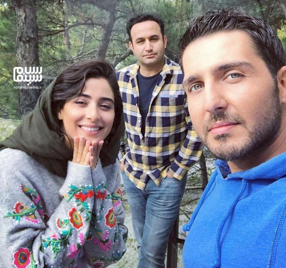محمدرضا غفاری، آناهیتا افشار و نوید محمودی در پشت صحنه سریال «سایه بان»