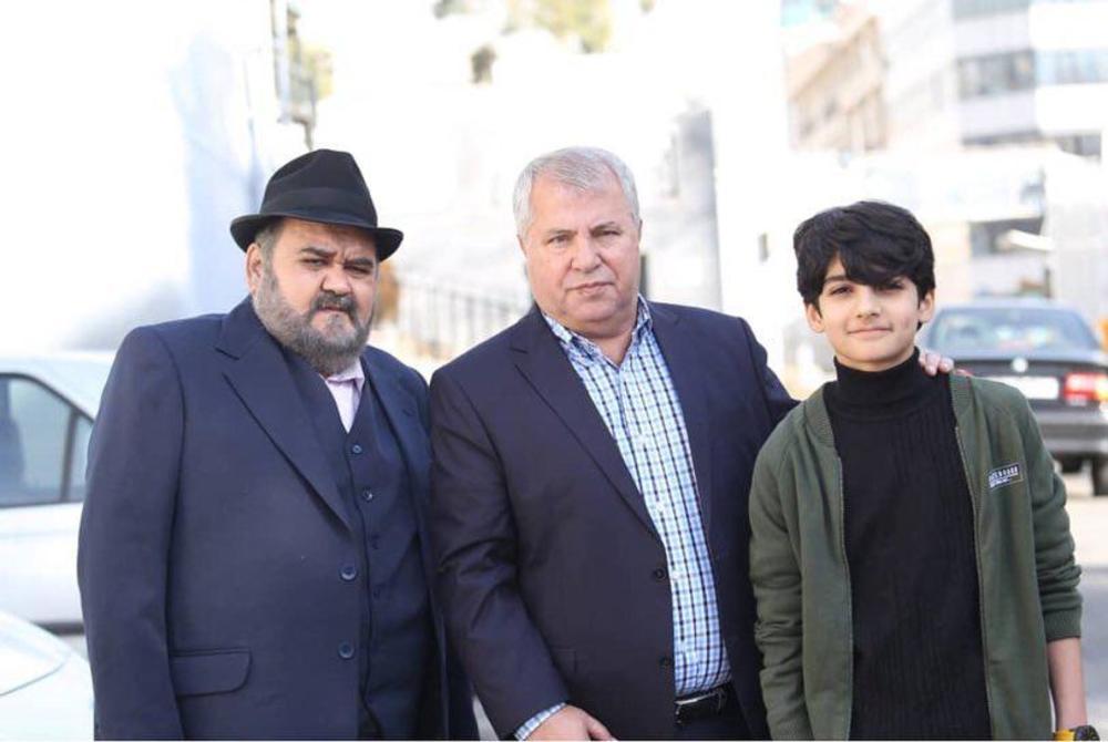 امیرکیان عبدی، اکبر عبدی و علی پروین در پشت صحنه سریال «شش قهرمان و نصفی»