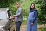 پیمان معادی و مهناز افشار در نمایی از فیلم سینمایی «ناگهان درخت»