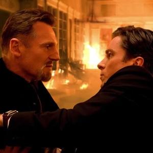 کریستین بیل و لیام نیسون در نمایی از فیلم «بتمن آغاز می کند» (Batman Begins)