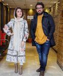 عایشه گل جوشکن و محسن کیایی در اکران مردمی فیلم «مطرب» در باغ کتاب