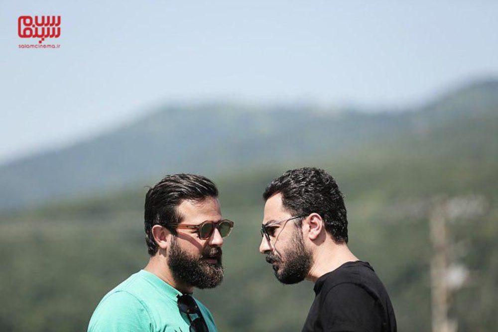 نوید محمدزاده و هومن سیدی در پشت صحنه سریال «قورباغه»