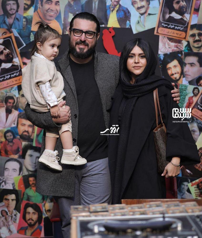 محسن کیایی و همسر و دخترش در اکران خصوصی فیلم «مطرب» در سینما چارسو