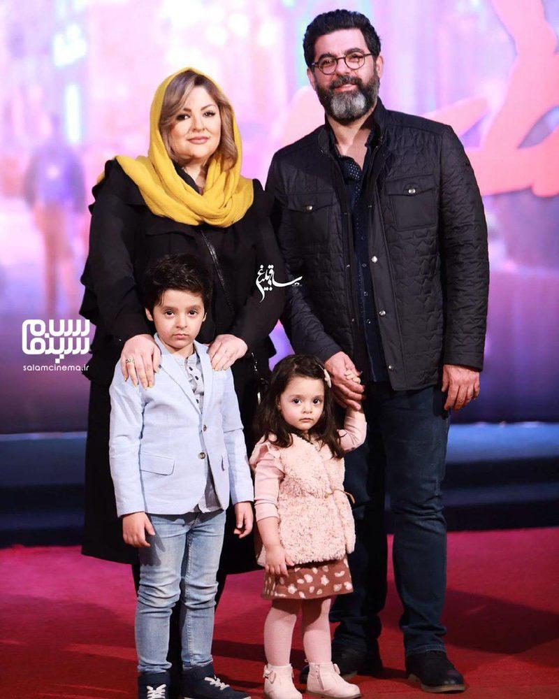 مصطفی کیایی و همسرش و فرزندانش در اکران خصوصی فیلم «مطرب»