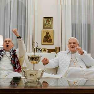 آنتونی هاپکینز و جاناتان پرایس در نمایی از فیلم «دو پاپ»(The Two Popes)