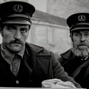 ویلم دفو و رابرت پتینسون در فیلم «فانوس دریایی»(The Lighthouse)