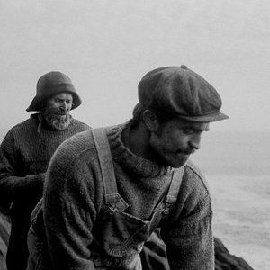ویلم دفو و رابرت پتینسون در نمایی از فیلم «فانوس دریایی»(The Lighthouse)