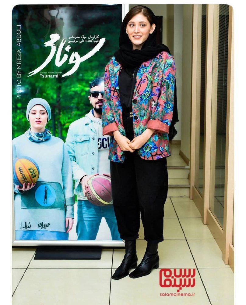 فرشته حسینی در اکران مردمی فیلم سینمایی «سونامی» در سینما کوروش
