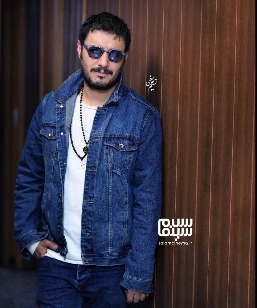 جواد عزتی در اکران مردمی فیلم سینمایی «جهان با من برقص» در سینما آزادی