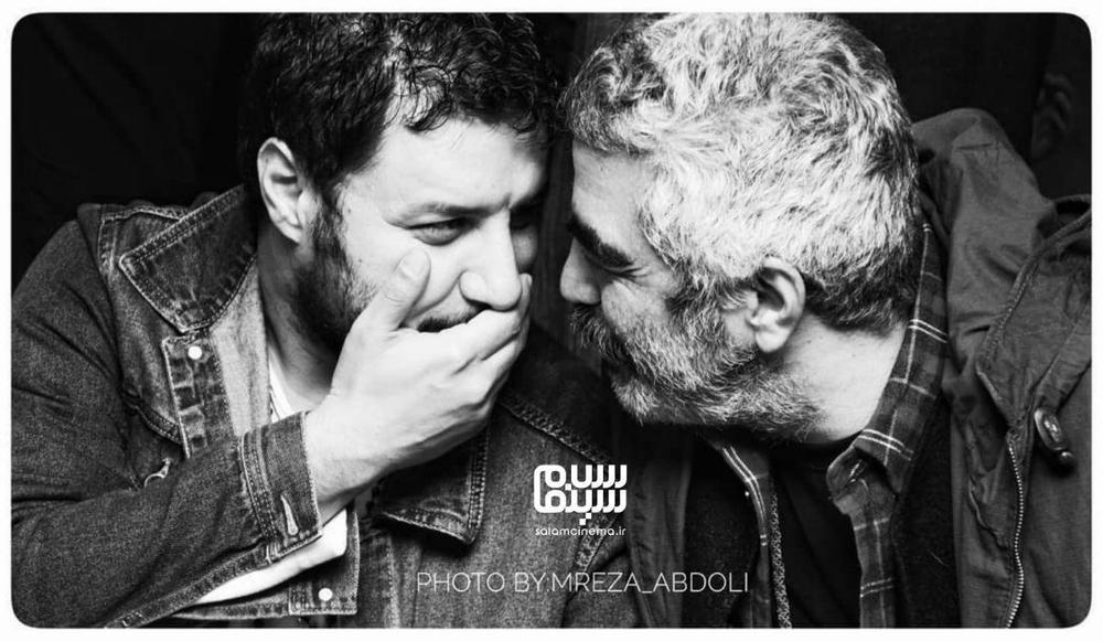 سروش صحت و جواد عزتی در اکران مردمی فیلم «جهان با من برقص» در سینما آزادی