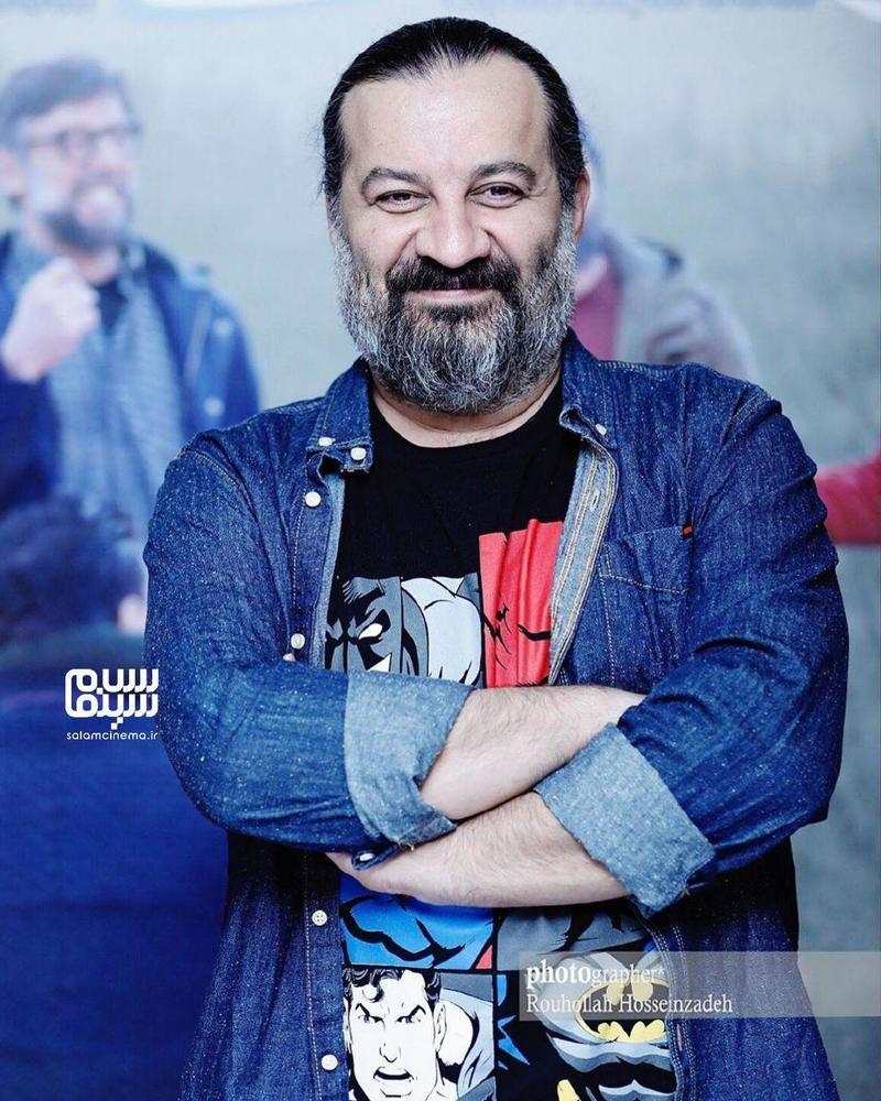 مهراب قاسم خانی در اکران مردمی فیلم «جهان با من برقص» در سینما آزادی