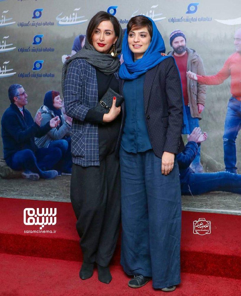 پاوان افسر و بهار کاتوزی در اکران مردمی «جهان با من برقص» در سینما آزادی