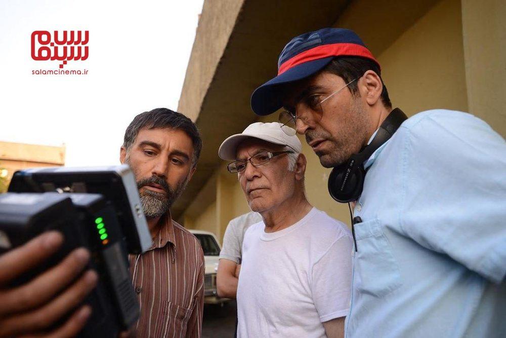 محسن تنابنده، محمود کلاری و ابراهیم ایرج زاد در پشت صحنه فیلم «عنکبوت»