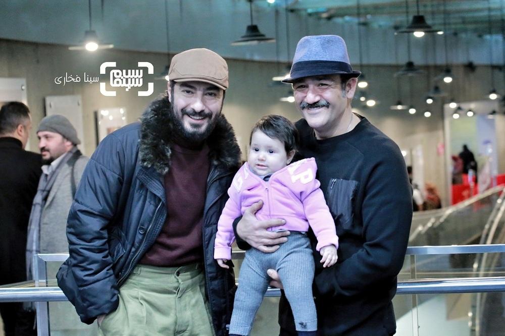 نوید محمدزاده، مهران غفوریان و دخترش هانا در اکران فیلم «عنکبوت» در سینمای رسانه جشنواره فیلم فجر 38