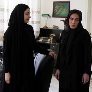 روشنک گرامی و آتیه جاوید در سریال «گمشدگان»