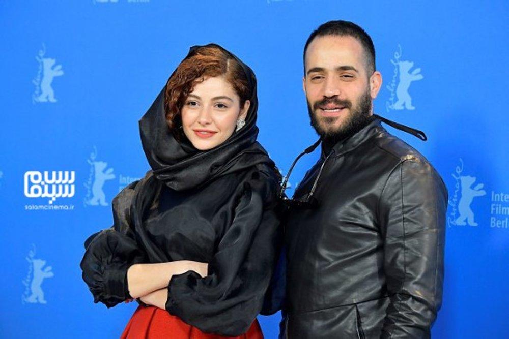 محمد ولی زادگان و مهتاب ثروتی در فتوکال فیلم «شیطان وجود ندارد» در جشنواره فیلم برلین 2020
