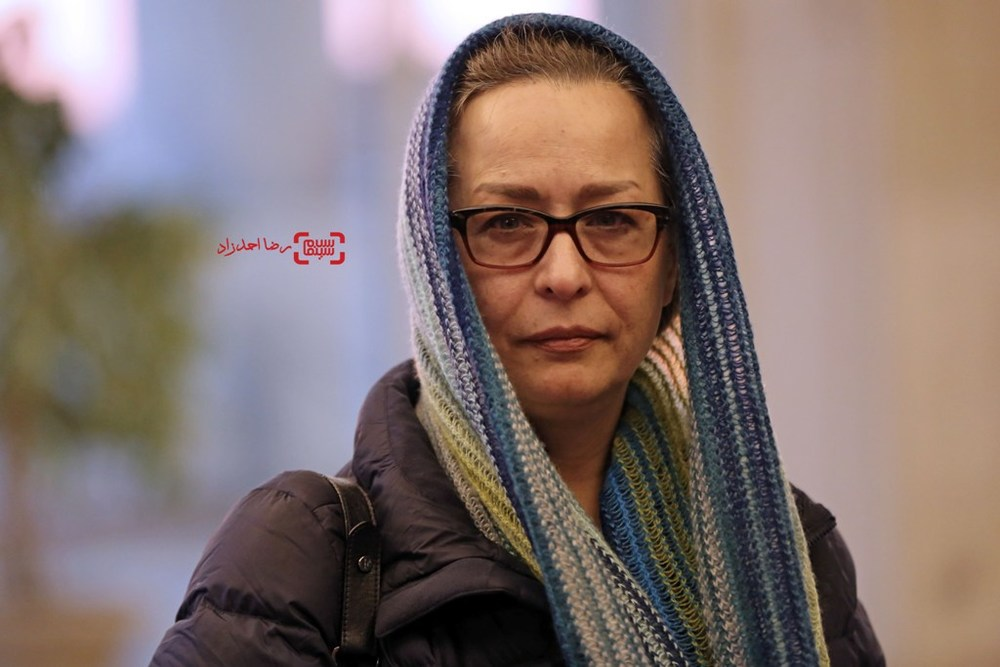 آزیتا حاجیان در اکران فیلم «زیر سقف دودی» در سی و پنجمین جشنواره فیلم فجر