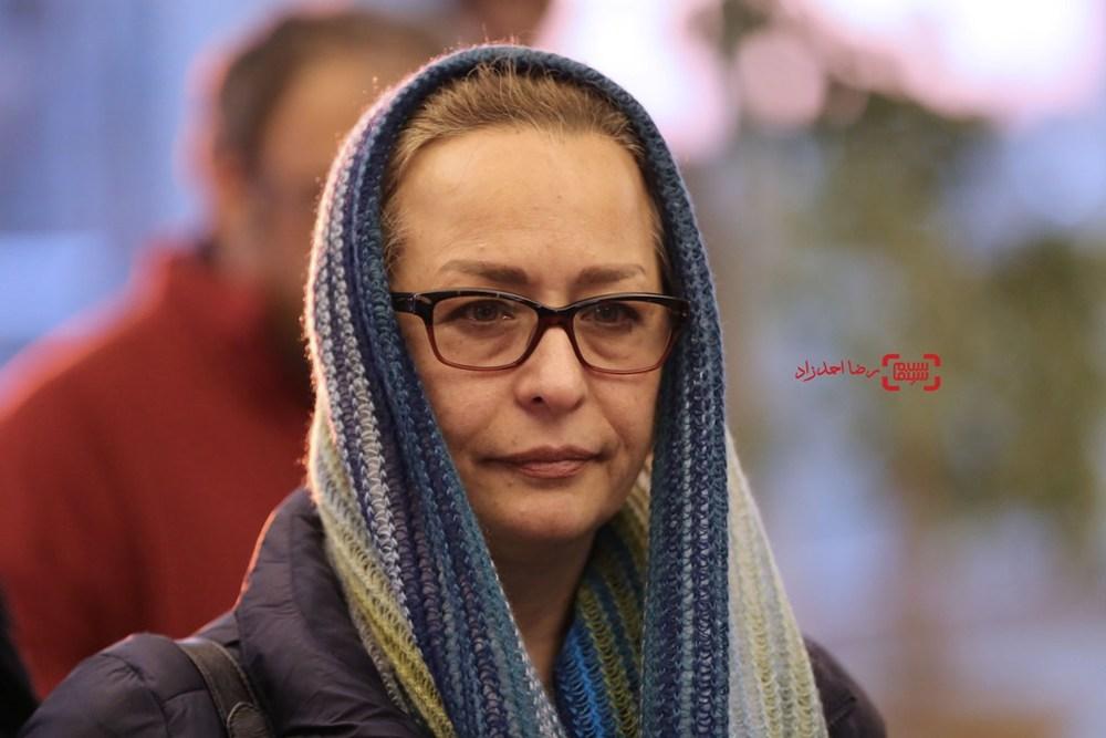 آزیتا حاجیان در اکران «زیر سقف دودی» در سی و پنجمین جشنواره فیلم فجر