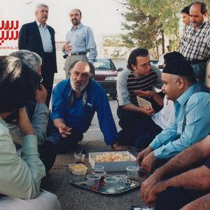 داریوش ارجمند، اکبر عبدی و سید محسن طباطبایی پور در پشت صحنه فیلم «کفش های جیرجیرک دار»