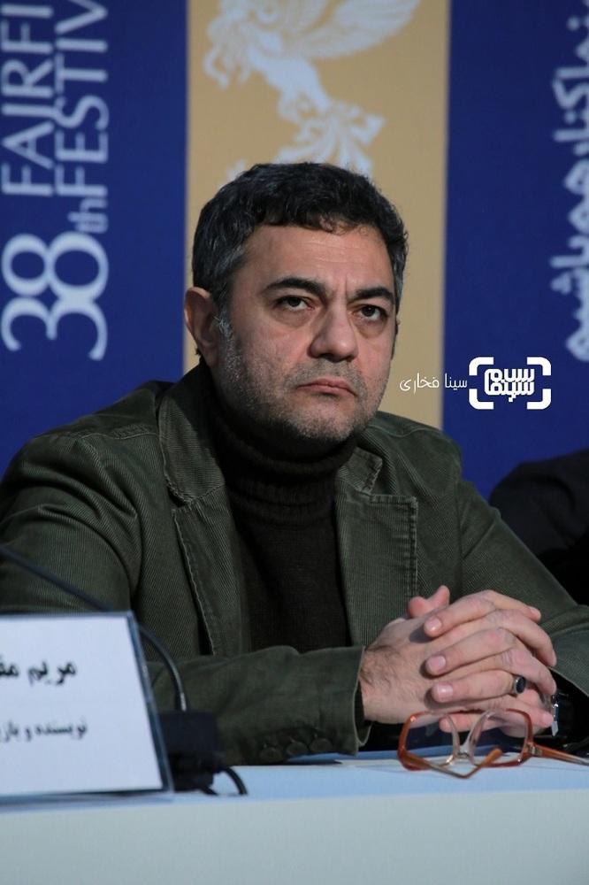 علیرضا ثانی فر در نشست خبری فیلم «قصیده گاو سفید» در سی و هشتمین جشنواره فیلم فجر